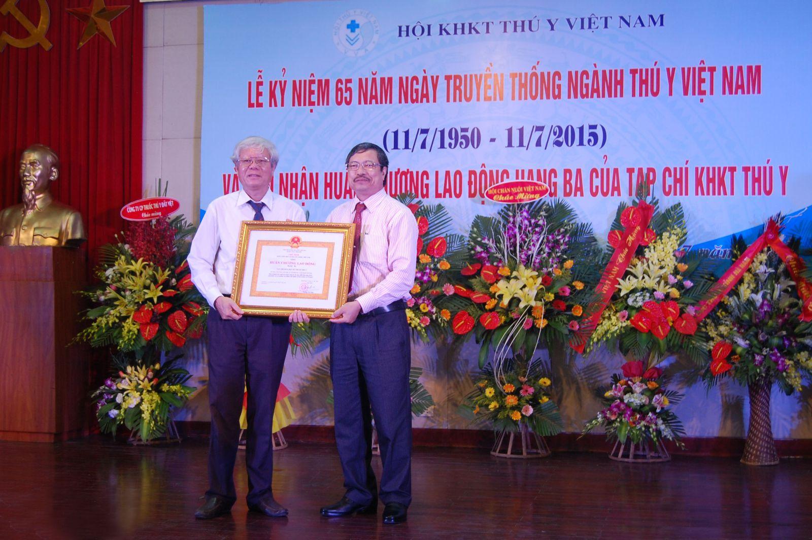 Hanvet- Nhà tài trợ chính cho lễ kỷ niệm 65 năm ngày truyền thống Ngành Thú y Việt Nam (11/7/1950–11/7/2015) và đón nhận Huân chương Lao động hạng ba của Tạp chí KHKT thú y